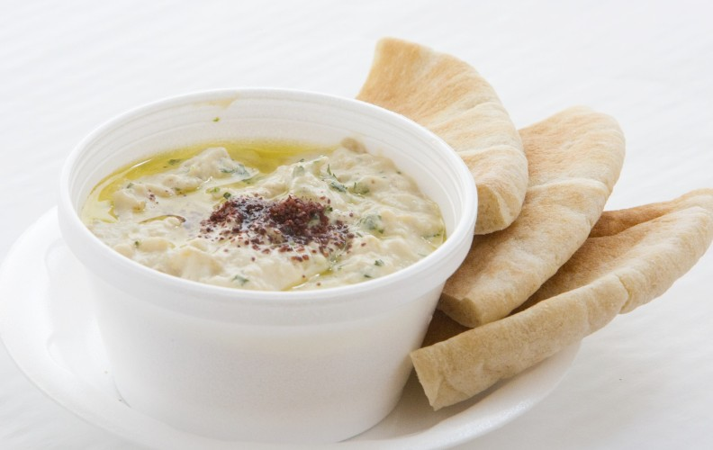 Pita bread to dip with humous